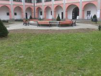 Rekonstrukce sadových úprav na nádvoří zámku Žerotínů.
